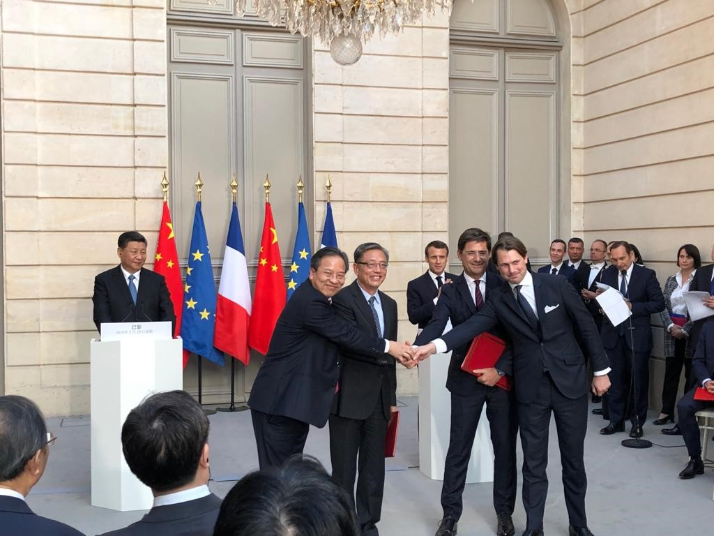 Signature du contrat de partenariat entre Quadran International, SUS Environment, Bpifrance et China Investment Corporation en présence des chefs d'Etat Emmanuel Macron et Xi Jinping